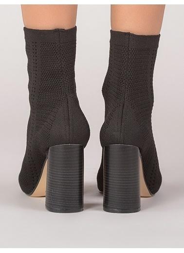 Mecrea Kalın Topuklu Uzun Sandalet Siyah